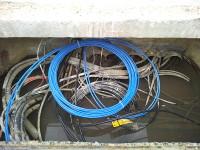 Zalana studnia kablowa